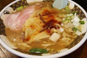 凪のオリジナル中太麺はモチモチ